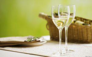 beloe-vino-iz-vinogradnyh-listev